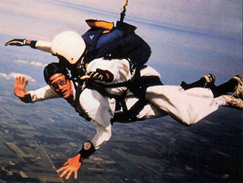 Jerry Traylor skydiving